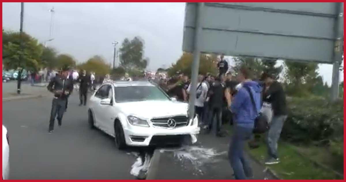 Aufschneider setzt Luxus Mercedes gegen Pfahl.