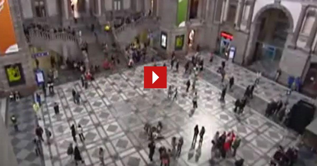 Ein historischer Moment in Antwerpen im Hauptbahnhof. Warum? Siehe selbst!