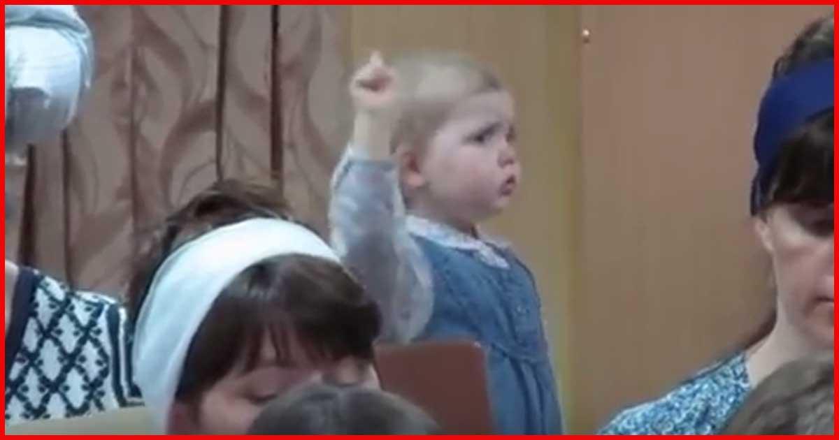 Mini-Dirigentin begeistert das Internet!
