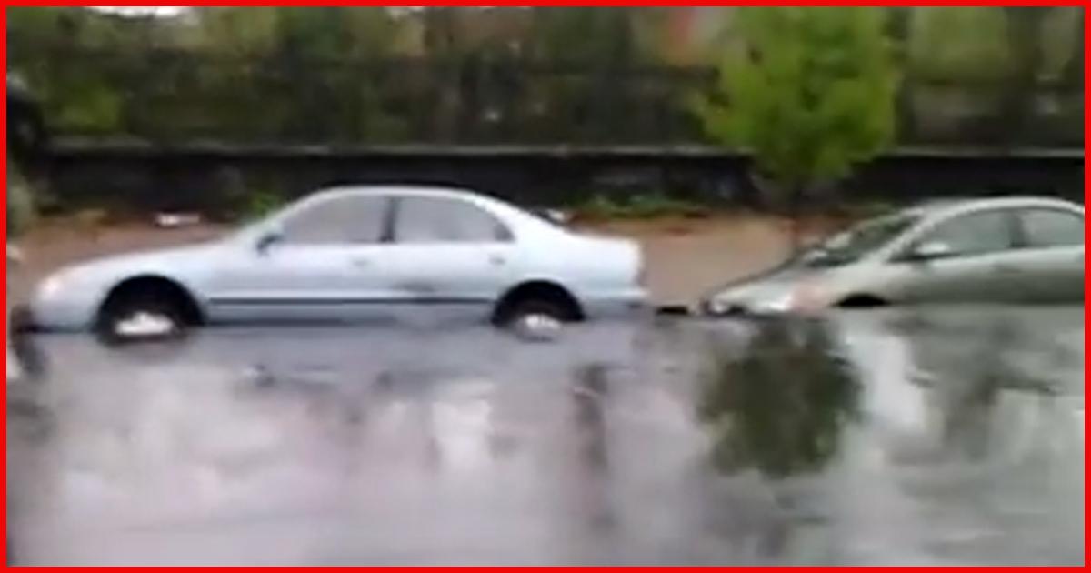 Nach heftigen Regenfällen verschwanden plötzlich die Fahrzeuge in der Erde.