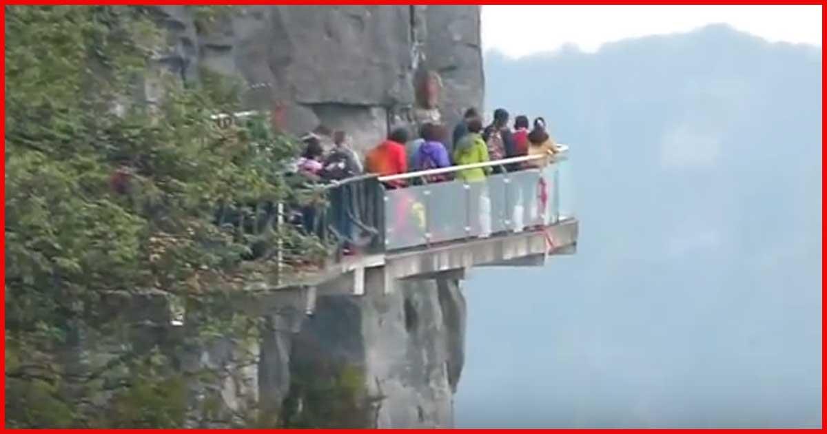 Gläserner Skywalk in China: Mit ANGST über den Abgrund