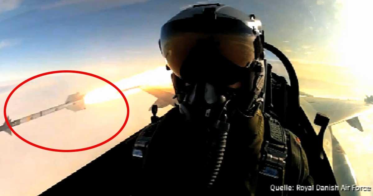 F16 Kampfjet-Pilot macht Selfie beim Abschuss einer Rakete.