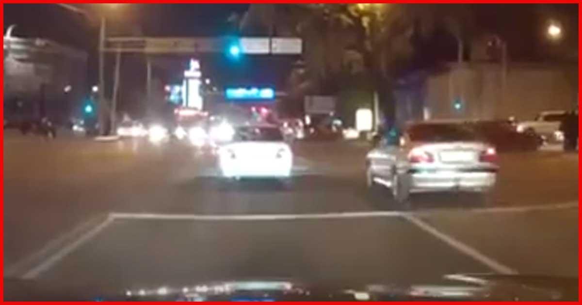 Du stehst an einer Kreuzung fährst los und plötzlich passiert DAS!