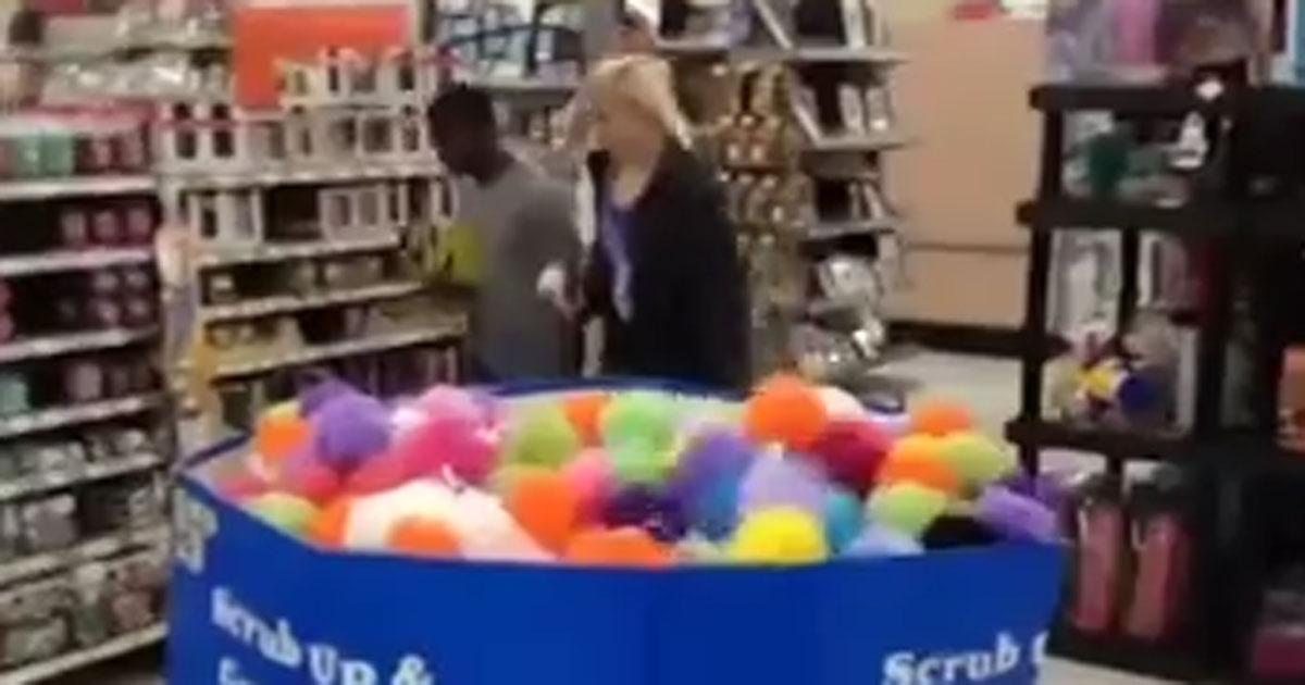 Sie ging durch den Supermarkt und ahnte nichts böses und dann passierte DAS!