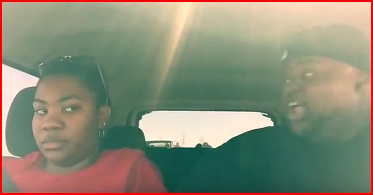 Sieh dir an wie diese Geschwister 7 Stunden nebeneinander in einem Auto verbringen!