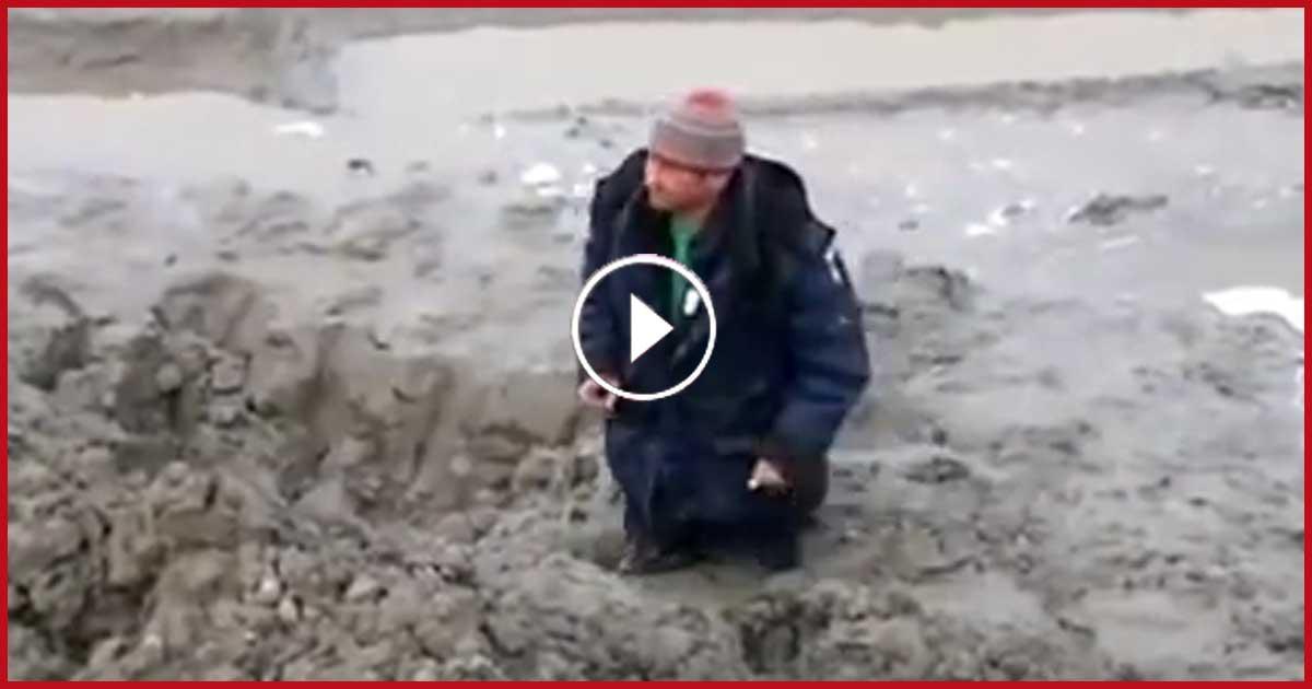 Geniale Rettungsaktion! Mann wird lebendig ausgegraben.