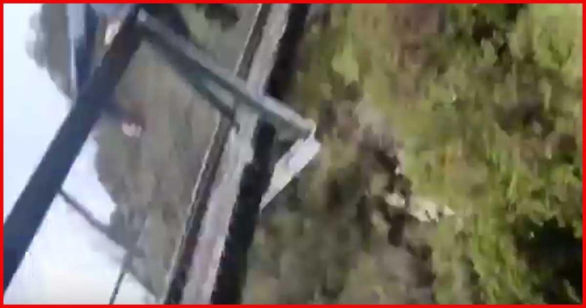 Hängebrücke hält Wanderern nicht stand!