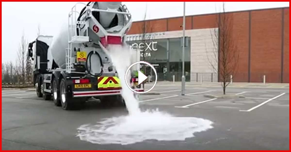 Dieser Asphalt saugt 40.000 Liter in 60 Sekunden auf!