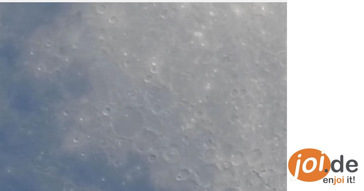 UNGLAUBLICH! Ein Fotograf filmt den Mond und zoomt Stück für Stück näher ran. Unglaublich was man sehen kann.